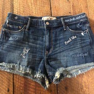 Hollister embroidered shortie short sz 11 or 30